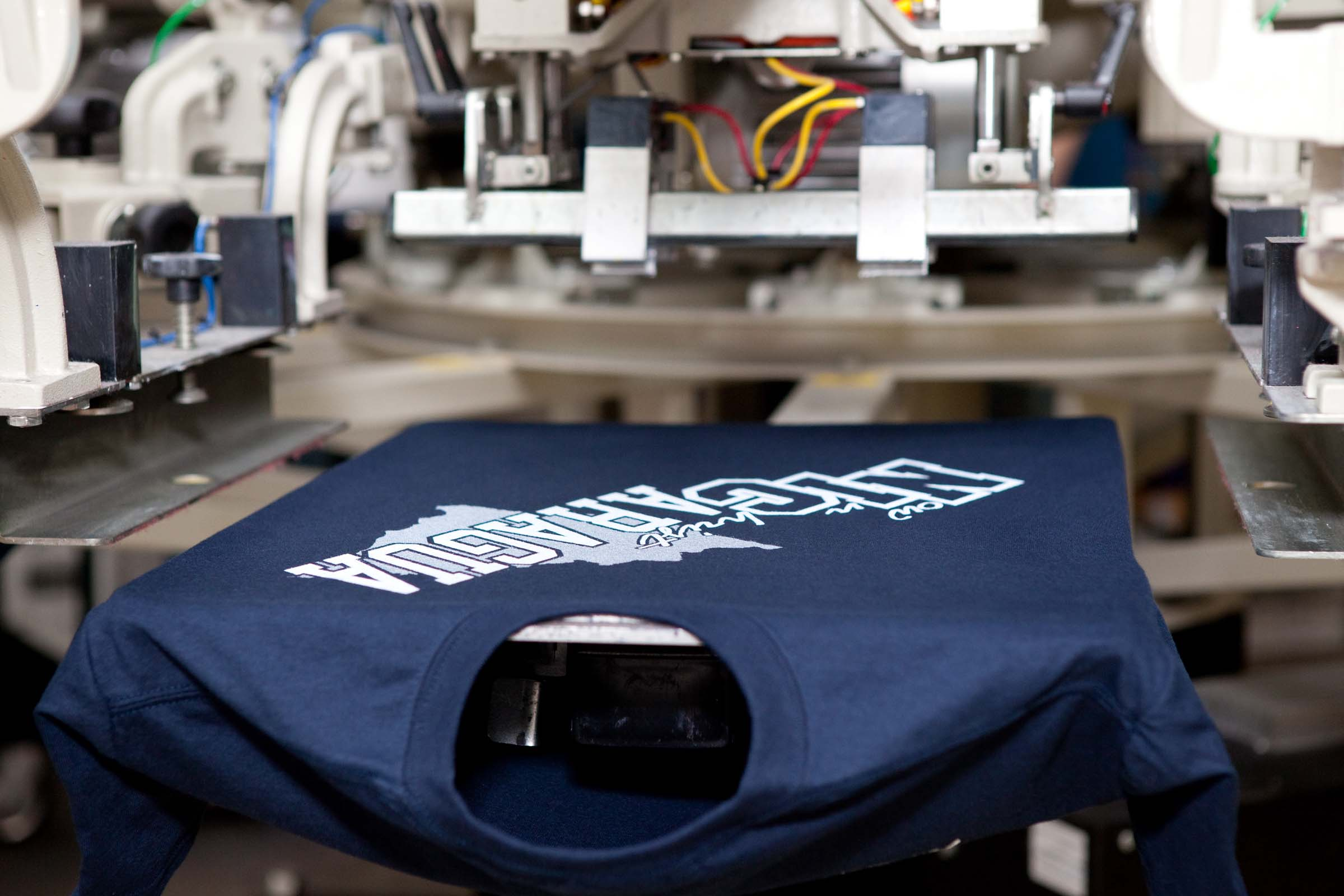 http://www.contractscreenprinting.biz/wp-content/uploads/2014/06/Wholesale-Screen-Printed-T-Shirts.jpg